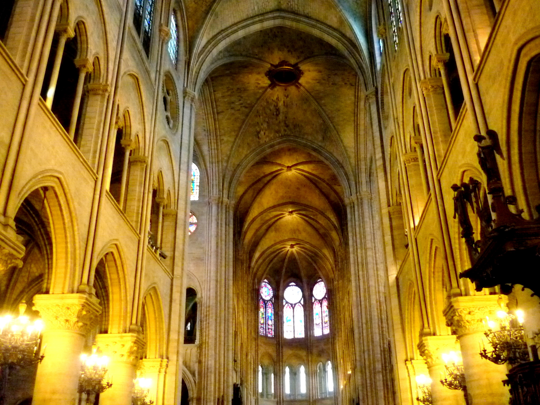 Visite de notre dame de paris french moments blog for Interieur en francais