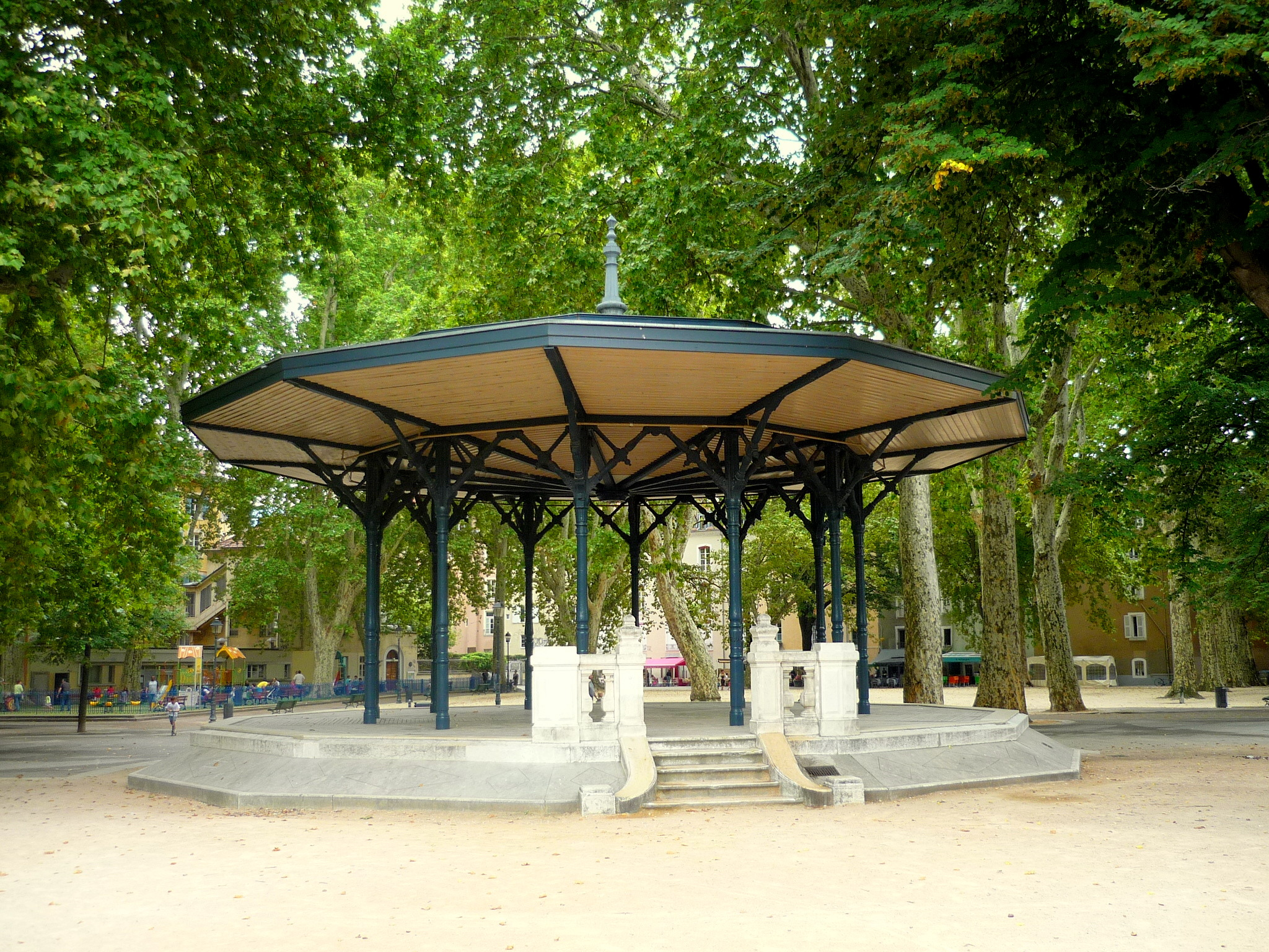 Les jolis kiosques musique de france french moments blog for Piscine jardin du luxembourg