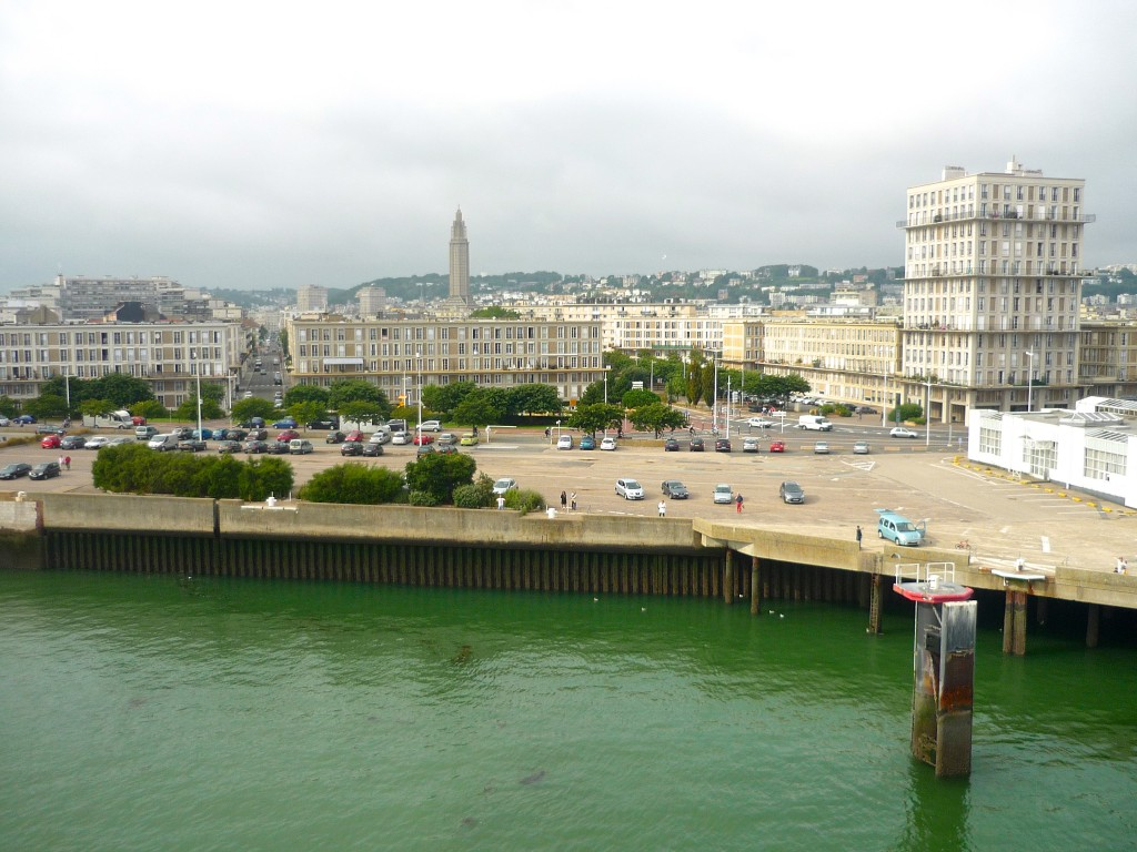 La ville portuaire du Havre vue du ferry © French Moments