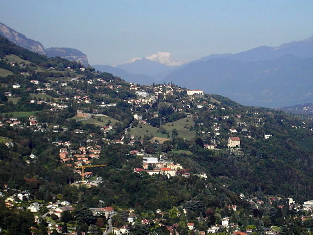 Mont-Blanc from Grenoble by Milky — Travail personnel. Sous licence Free Art License via Wikimedia Commons