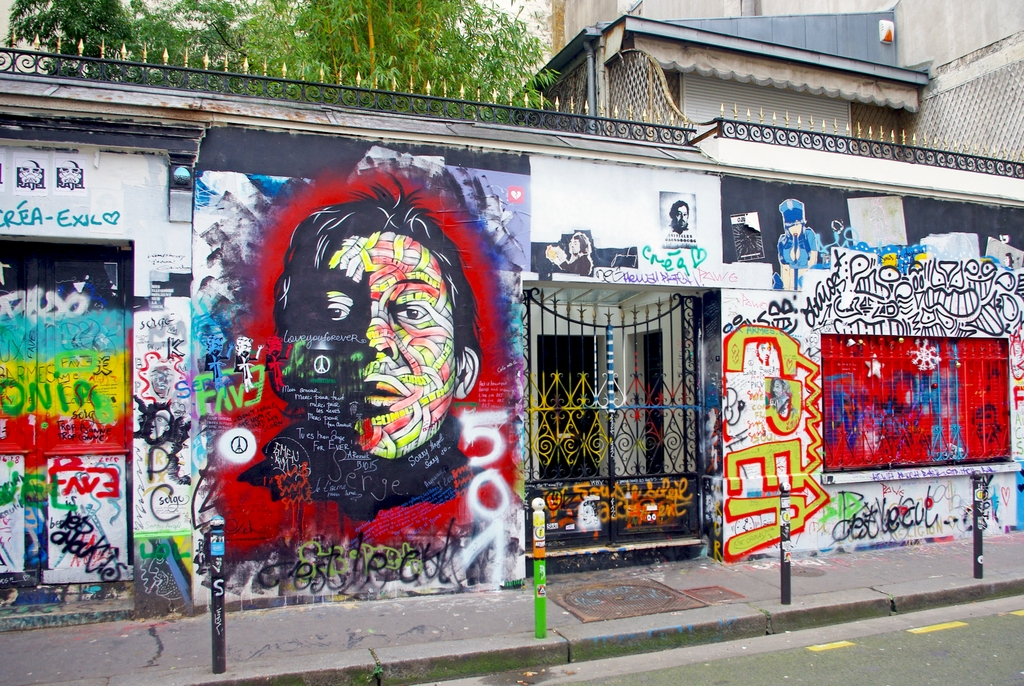 L'effigie de Gainsbourg entourée de tags © French Moments