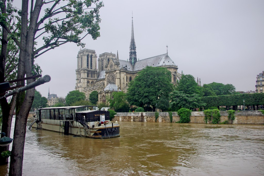 Notre-Dame Pont de l'Archeveche Paris Floods June 2016 16 copyright French Moments