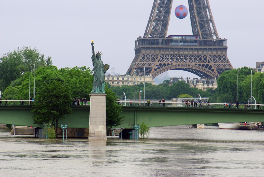 Statue of Liberty Paris Floods June 2016 45 copyright French Moments