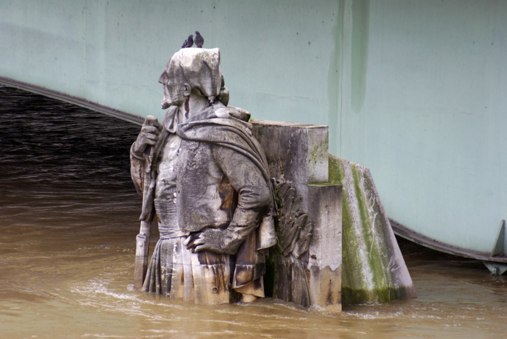 Zouave Pont d'Alma Paris Floods June 2016 38 copyright French Moments
