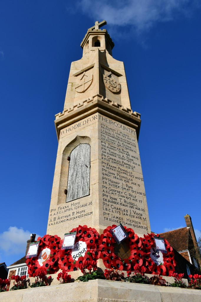 Le Burwash War Memorial © French Moments