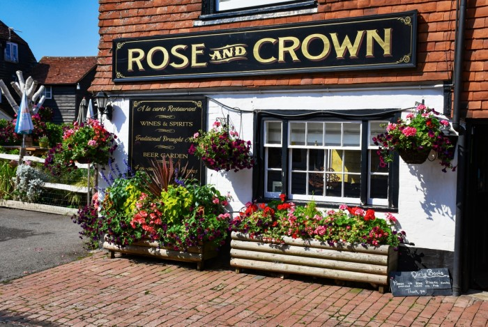 "Le Pub ""The Rose and Crown"" à Burwash © French Moments"
