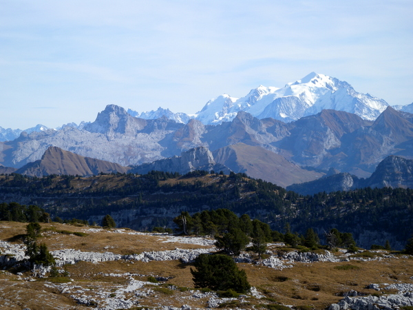 Mont-Blanc from Plateau des Glières © Gnomefilliere - licence [CC BY-SA 3.0] from Wikimedia Commons