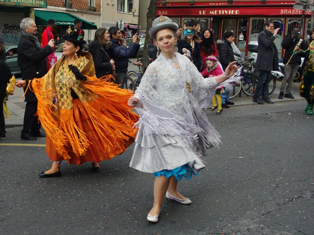 Le carnaval de Paris en 2016 - le cortège bolivien © French Moments