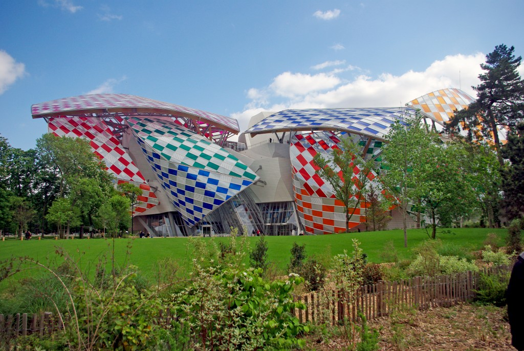 La fondation Louis Vuitton vue du Jardin d'Acclimatation © French Moments