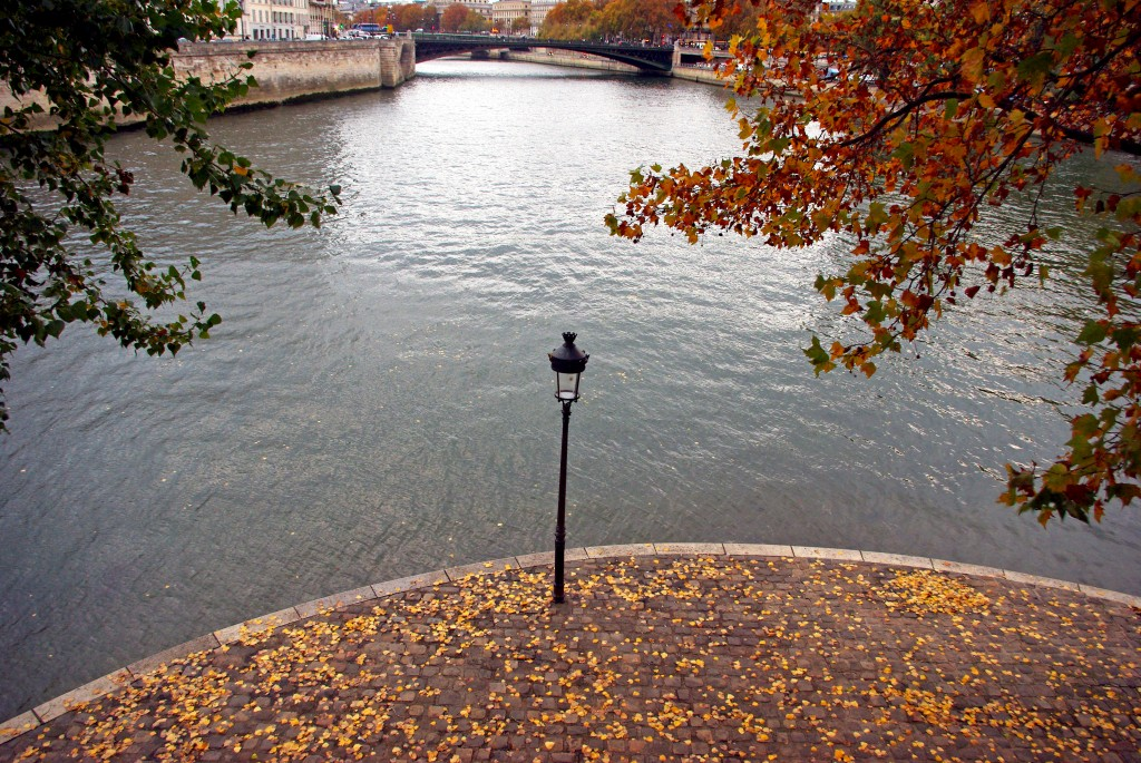 Lamp post Ile Saint Louis Paris © French Moments