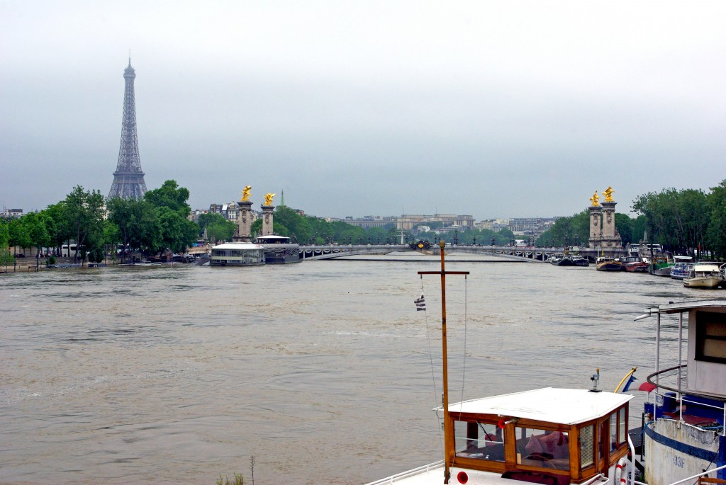 Pont de la Concorde Paris Floods June 2016 31 copyright French Moments